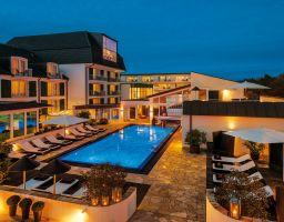 Hotel Zum Kurfürsten - Leuchtende Hotel Fotografie von T. Haberland