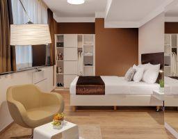 Newton Heilbronn - Leuchtende Hotel Fotografie von T. Haberland
